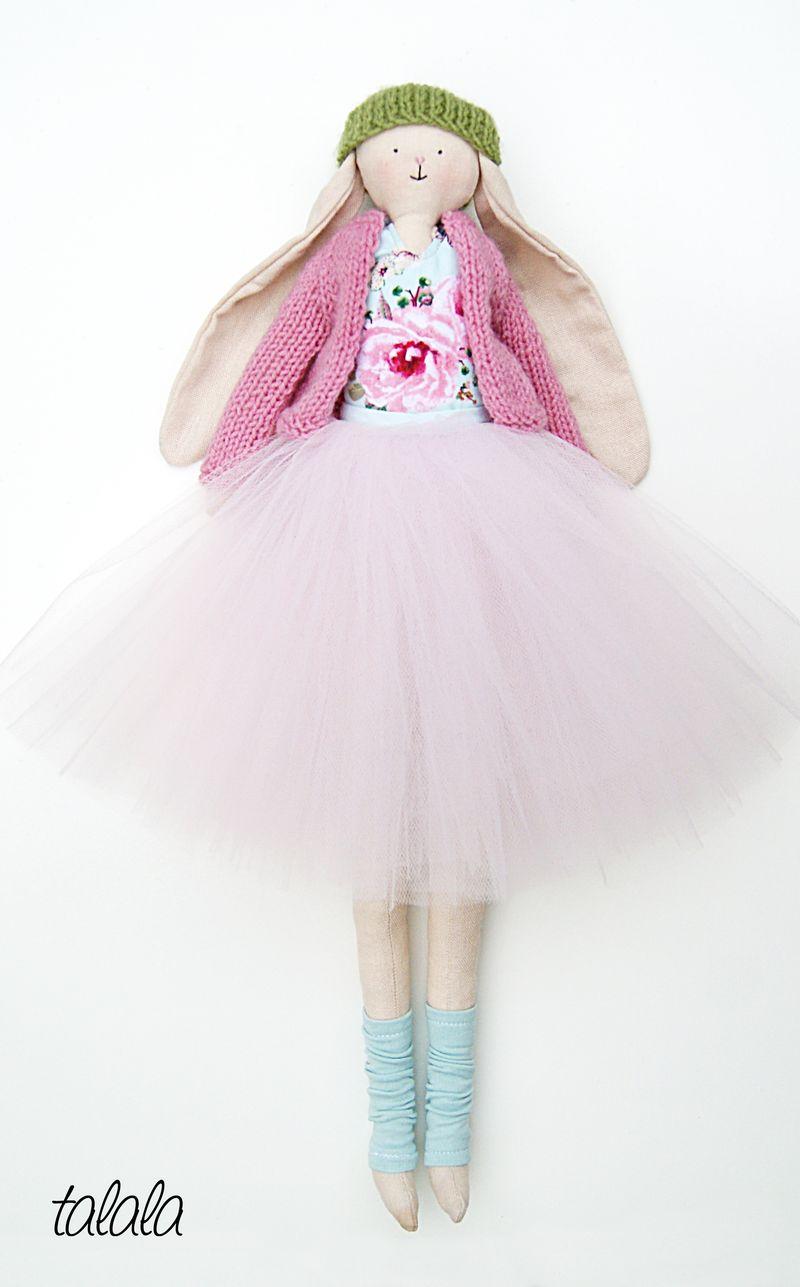 królik w różowym sweterku