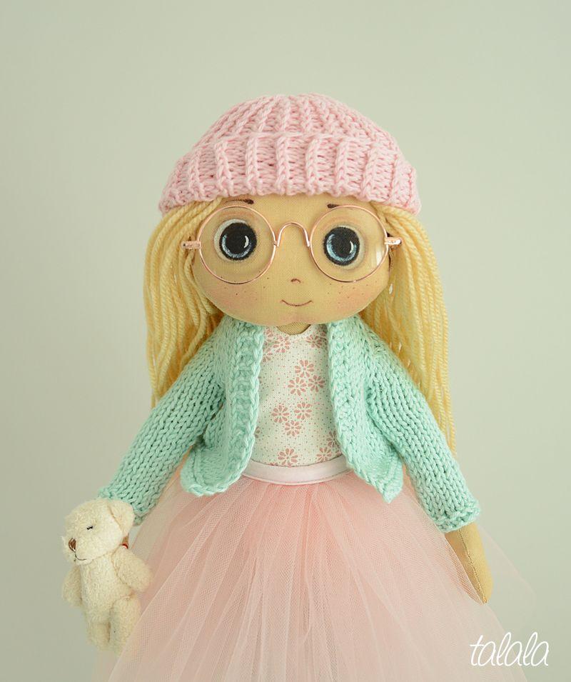 malowana ręcznie szmaciana lalka